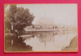 1890 + Ou - Photo Format Cabinet Amiens Jolie Vue Dos Scanné Sans éditeur - Photographs