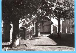 Belgique-Couvin-écrite En 1964-La Chapelle Et Le Calvaire Du Quartier Du Bout D'en Haut-Edit.Dieudonné, Couvin - Couvin