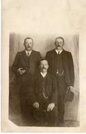 3 Männer Im Anzug Im Fotostudio Ca 1910 - Persönlichkeiten