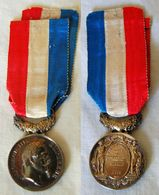 NAPOLEON III TETE LAUREE. MINISTERE DE L'INTERIEUR. ARGENT. ATTRIBUEE 1869. ETAT SUP (SUPERBE PATINE D'ARGENT) - Medals