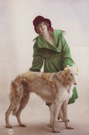 CARTE FANTAISIE. CPA  PORTRAIT DE JEUNE FEMME ET CHIEN BARZOÏ . ANNEE 1921 + TEXTE - Women