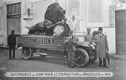 L'Automobile Du Lion Noir à L'Exposition En 1910 (cirage Oldtimer, Belle Animation) - Expositions Universelles