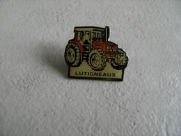 Pin's Tracteur Agricole Concessionnaire Occasions  LATIGNEAUX SAINS RICHAUMONT Agriculture Machinisme Agri, époxy. - Altri