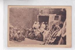 FEZ. LES PAUVRES ARABES ONT TOUTE CONFIANCE EN LEURS INFIRMIERES. MISSIONNAIRES DE MARIE. CPA CIRCA 1920s - BLEUP - Fez (Fès)