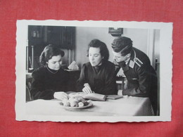 RPPC  Luftwaffe  Soldier With Family     Ref 3389 - War 1939-45