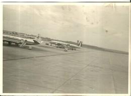 """4011 """"DC 6 DUGLAS -ALITALIA E UN VICKERS VISCOUNT 724 IN AEROPORTO"""" FOTO ORIG. - Aviazione"""