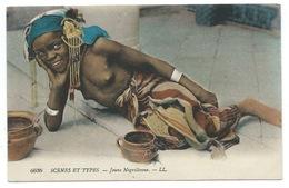CPA ALGERIE / SCENES ET TYPES / JEUNE NEGRILLONNE SEINS NUS - Women