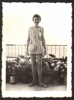 Child Cute Girl On Terrace  Old Photo 6x9 Cm #26041 - Persone Anonimi