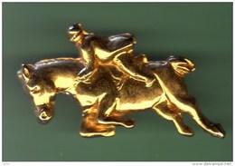 HUNT-HORSE *** Inscription Au Verso *** 1008 - Pin's
