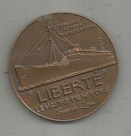 Médaille, Cgnie. Gle. Transatlantique , Paquebot LIBERTE , Le Havre-New York, French Line, Bronze   ,frais Fr 4.65 E - Professionnels / De Société