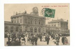 - CPA REIMS (51) - La Gare - Une Réception (grande Animation) - Reims
