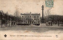 RIBERAC - STATUE DE LA REPUBLIQUE ET PLACE DE LA GENDARMERIE - Riberac