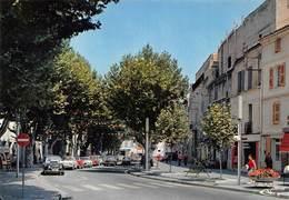 ISTRES - Le Cours Jean-Jaurès - Automobiles - Renault 4L - Istres