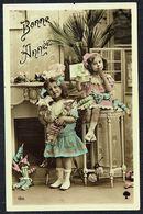 """ENFANT - CP - 2 Fillettes Avec Des Marionnettes - """" Bonne Année """" - Circulé - Circulated - Gelaufen -191?. - Children"""