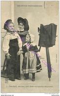 LES PETITS PHOTOGRAPHES . Très Facile Mes Amis Nous Allons Vous Installer Chiquement ... ENFANTS . - Cartes Postales