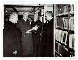 ORIGINELE PERSFOTO - President Hoover In De Leuvense Universiteitsbibliotheek In Leuven - Leuven