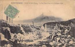 EVENEMENTS Catastrophes ( Eruption Volcanique Du 8 Mai 1902 ) MARTINIQUE St PIERRE Rue Victor Hugo Et Montagne Pelée CPA - Catastrophes