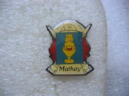 Pin's Des Sapeurs Pompiers De La Commune De MATHAY - Pompiers