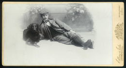 BUDAPEST 1890. Cca. Ellinger : Férfi Kutyával, érdekes, Ritka Cabinet Fotó - Foto's