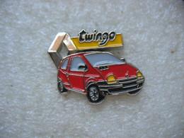 Pin's D'une Belle Renault Twingo De Couleur Rouge - Renault