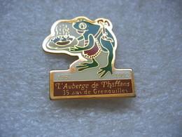 Pin's De L'auberge De PHAFFANS (Dépt 90). 35 Ans De Grenouilles 1957-1992 - Levensmiddelen