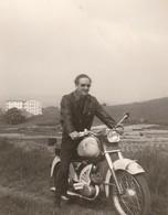 PHOTO (9.5x7.5 Cm) HOMME SUR UNE MOTO - Ciclismo