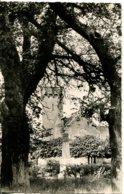 CPSM - BARNEVILLE-SUR-MER - EGLISE ET MONUMENT AUX MORTS (IMPECCABLE) - Barneville