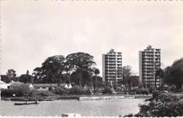 AFRIQUE NOIRE - GUINEE FRANCAISE - CONAKRY Buildings Sur La Corniche - CPSM Format CPA - Black Africa - Guinée Française