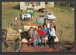 ALBANIA   FAMILY POSTCARD INTERNATIONAL PUBLICATION - Albania