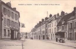 95 - MAGNY EN VEXIN : HOTEL Du GRAND CERF Et Place D'Armes - CPA - Val D'Oise - Magny En Vexin