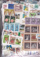 1 Kg TIMBRES MONDE - Petits Et Grands Formats-  Sur Fragments - En Provenance Des Missions - Mezclas (min 1000 Sellos)
