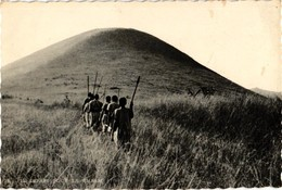 AFRIQUE ... RUANDA - URUNDI ...LE DEPART POUR LA CHASSE - Ruanda-Urundi