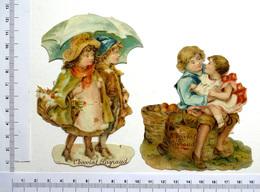 2 CHROMO DECOUPIS ....CHOCOLAT PAYRAUD...COUPLE D'ENFANTS PANIER PARAPLUIE...ENFANTS APRES LA CUEILLETTE - Enfants