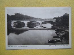 MANTES LA JOLIE. L'Île Aux Dames Et Le Pont Neuf. - Mantes La Jolie