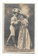 Couple En Beaux  Costumes Des Années  1800 - Paare