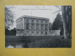 VERSAILLES. Le Château. Le Petit Trianon. - Versailles (Château)