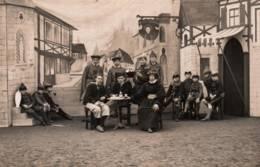 Carte-Photo - THEATRE - Scéance Pose Jeunes - Décor Moyen-âge - (carte Non Localisée) - Photos
