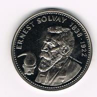 // HERDENKINGSMUNT ERNEST SOLVAY 1838/1922 BEGIQUE - BELGIE - Elongated Coins