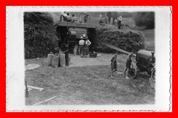 CPSM/pf  AGRICULTURE.  Battage Du Blé, Animé, Tracteur, Batteuse. Carte Photo...A719 - Tractors
