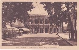 CPA -  173. NIMES Le Boulevard Victor Hugo Et Les Arènes - Nîmes