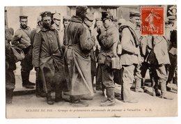 GUERRE 1914 * PRISONNIERS ALLEMANDS DE PASSAGE A VERSAILLES * YVELINES * - Guerre 1914-18