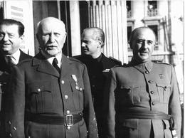 Petain Et Franco Dans Montpellier 1941 ( Imagen Retrospectiva 1970?). Photographie Presse. Texte Au Dos.24x18 Espagne - Célébrités