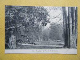 VERSAILLES. Le Château. Le Parc Du Petit Trianon. - Versailles (Château)