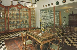 """Royal Delft """"De Porceleyne Fles"""", Museum With The Royal Cabinet, Present Of The Late Dutch King William III. - Delft"""