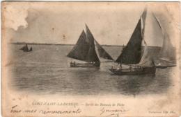 61kk 1913 CPA - SAINT VAAST LA HOUGUE - SORTIE DES BATEAUX DE PECHE - Saint Vaast La Hougue