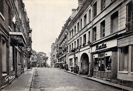 C P S M   76 Seine Maritime Yvetot La Rue Pasteur Le Magasin Bata Hotel Du Havre - Yvetot
