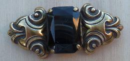 Bro-219 Broche Ancienne Griffée D'une Pierre Rectangulaire Noire - Juwelen & Horloges