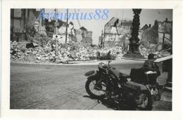 Campagne De France 1940 - Wehrmacht In Amiens, Place Gambetta, Horloge Dewailly - Motorrad BMW R 4 - Klepper-Mantel - Guerre, Militaire