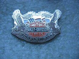Pin's Moto Harley Davidson, Motor Cycles. Born In The USA - Motos