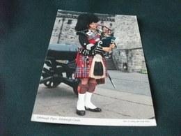STORIA POSTALE FRANCOBOLLO TRENO U.K. EDINBURGH COSTUME MILITARE FISARMONICA PIPER  CASTLE - Costumi
